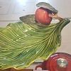 Petisqueira folha porcelana verde c/aplicação maça